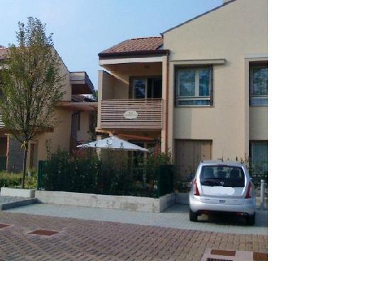 Bombyx Inn : Spacious car park