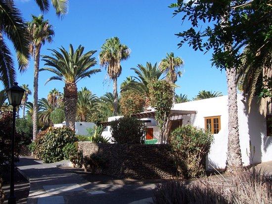 Ona Las Brisas: Villa and gardens