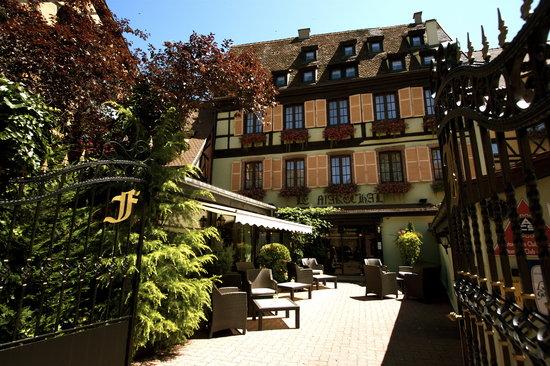 Hostellerie le Marechal : Entrée de l'hôtel