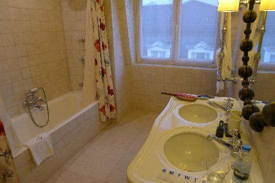 Heritage Avenida Liberdade: Large Bathroom