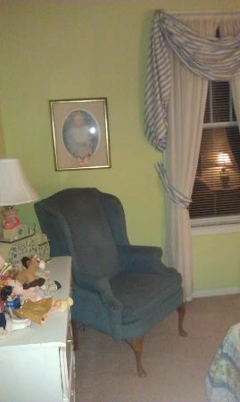Thomas House: Room Decor