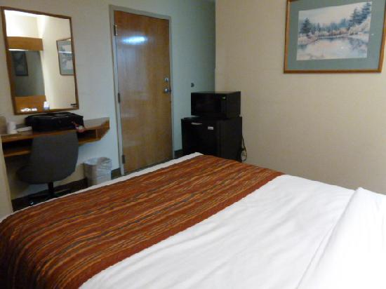 Microtel Inn by Wyndham Charlotte Airport: interior