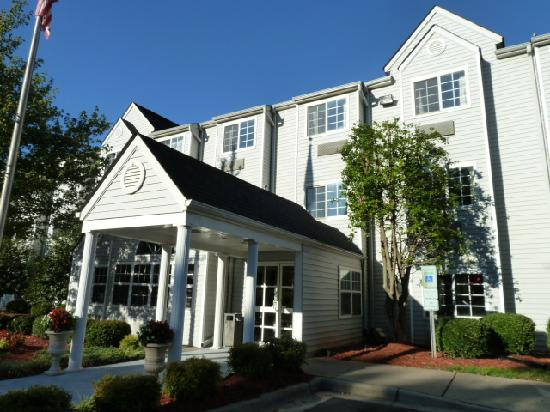 Microtel Inn & Suites by Wyndham Charlotte Airport: exterior