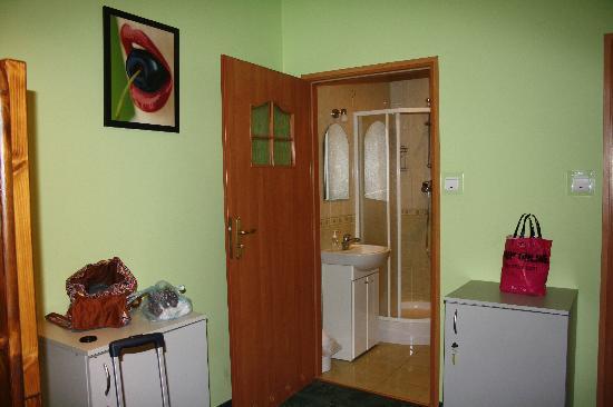 Flower Hostel : Vista del baño