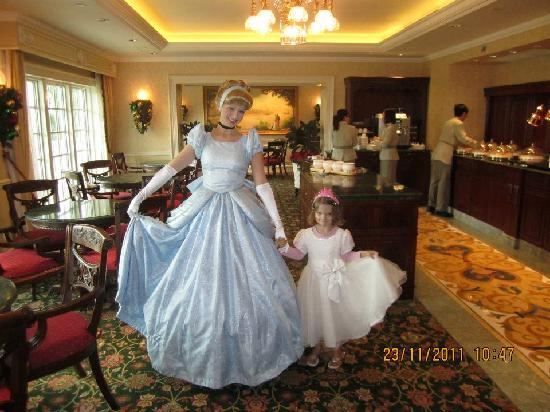 Hong Kong Disneyland Hotel: With Cinderella in the Kingdom Club Lounge