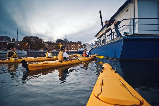 Hobart Urban Adventures Kayak Tour: Fish & Chips on the Hobart Paddle tour