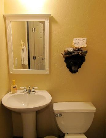 Canyon Creek Inn: Very Clean Bathroom