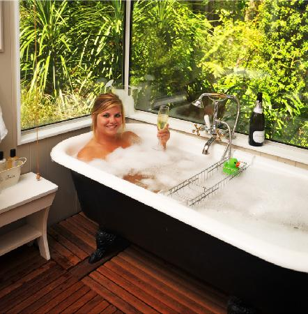 The No Road Inn: Bathe in the forest