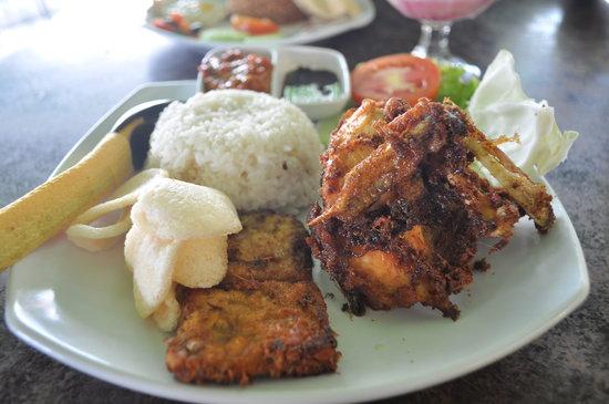 Amaliun Food Court