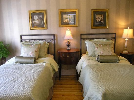 Millhollow Bed & Breakfast: Serenity room