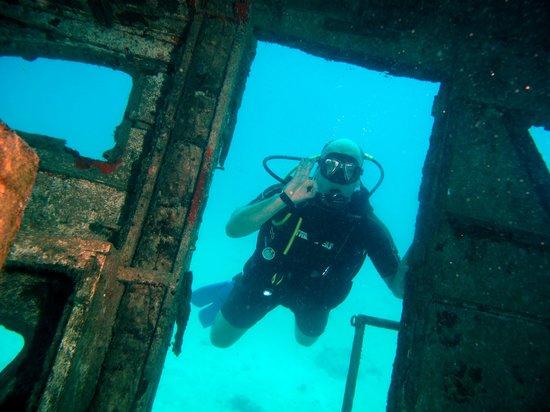 JADS Dive Center: Relaxing underwater