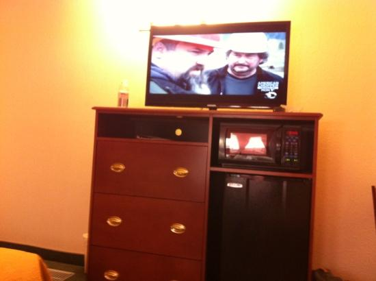 Quality Inn & Suites: flat screens.
