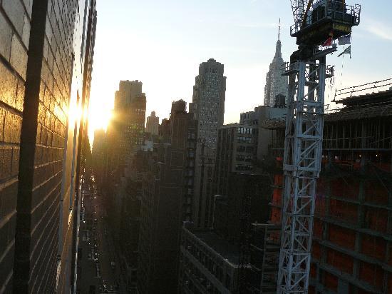 Holiday Inn Express New York City Times Square: con vistas al Empire State, lástima de la grua que la tapaba