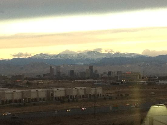 Embassy Suites by Hilton Denver Stapleton : nice skyline and mountain view