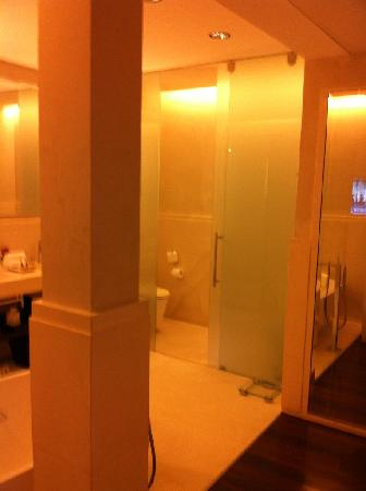 Algodon Mansion - Relais & Chateaux: Bathroom view 2