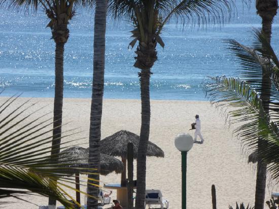 Holiday Inn Resort Los Cabos All-Inclusive: Beach from our Balcony