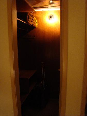 Hotel das Americas: Closet area