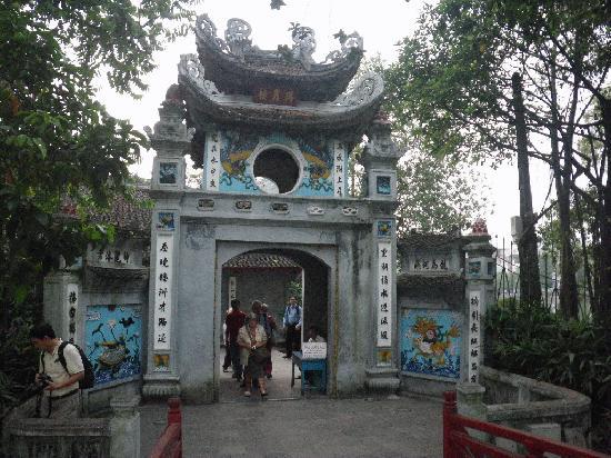 Ngoc Son Temple: entree principale Ngoc Son