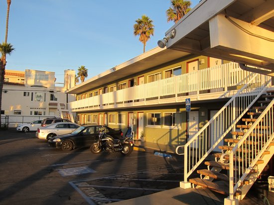 Sun 'n' Sands Motel: Outside
