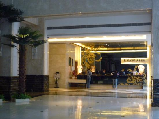 Ligang Crown Hotel : The lobby