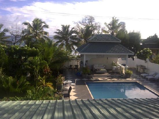 Le Bonheur Villa: Vue piscine