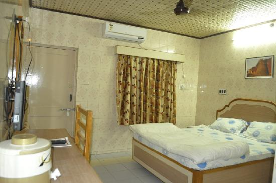 Apana Hotel: Deluxe Double Bed Sea face
