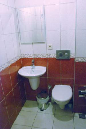 Hotel Balo: Bathroom