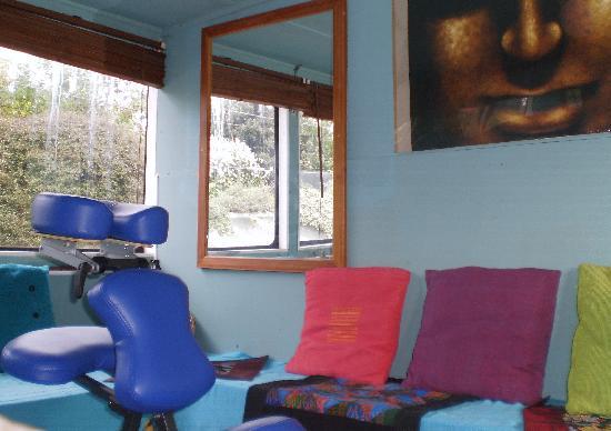 Sahana Ayurveda: Cosy therapy room