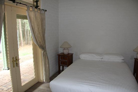 Billabong Moon: Casuarina Cottage - Bedroom 2