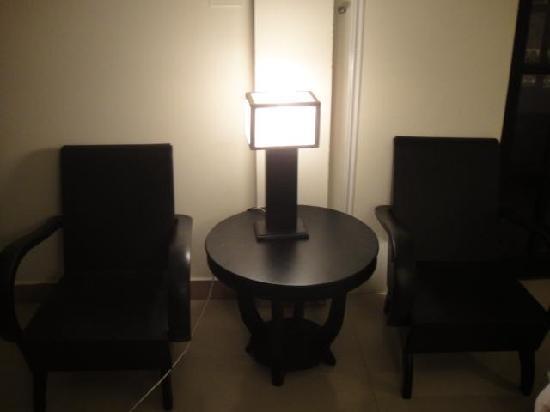 Jade Hotel: table
