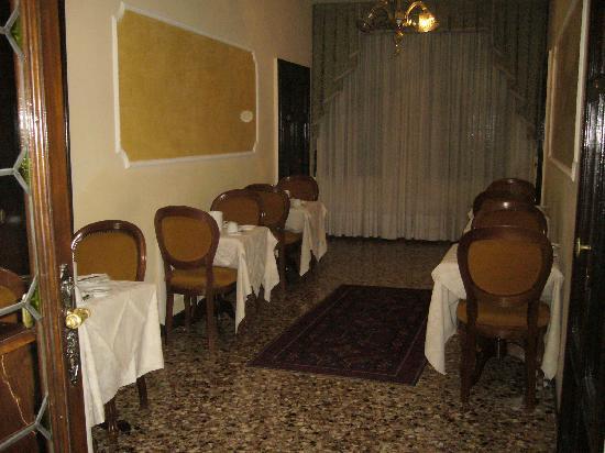 Arco Antico Guest House: sala della colazione