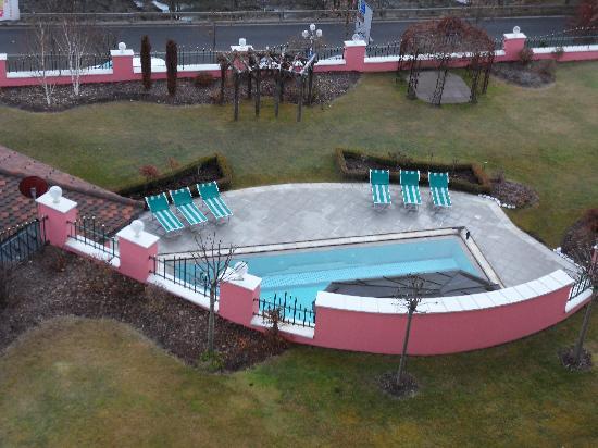 Cavallino Bianco Family Spa Grand Hotel: la piscina esterna