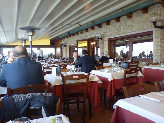 Il Moro: Sala interna sul mare