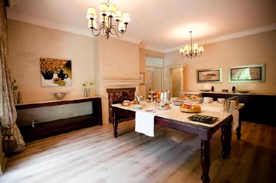 10 2nd Avenue Houghton Estate: Dining Room with Continental Breakfast set up
