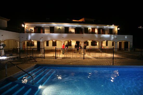 Apartamentos Turistico Rurales Via Verde del Aceite: Piscina nocturna