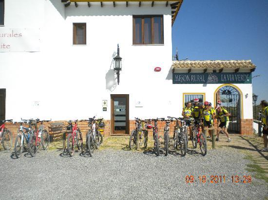 Apartamentos Turistico Rurales Via Verde del Aceite: Parking bicis
