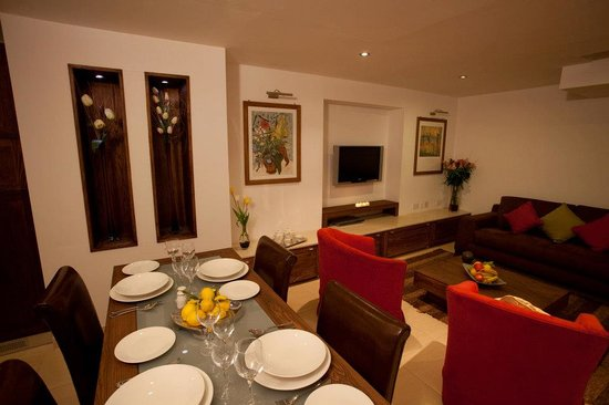 Club Salina Wharf: Deluxe Apartment Lounge & Dining Area