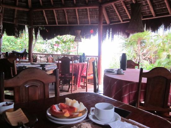 Pousada Colibri: Bar und Frühstücks-Pavillon