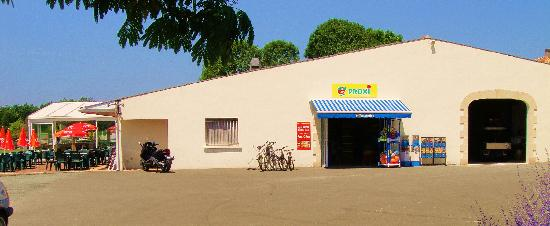 Camping Logis du Breuil : Shop Area with Clubhouse in background