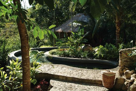 Blancaneaux Lodge: The hot pool