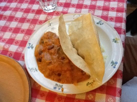 Govindas : Bean stew and popadom