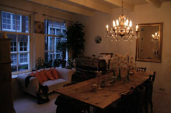 Amsterdam At Home: The main room in the evening