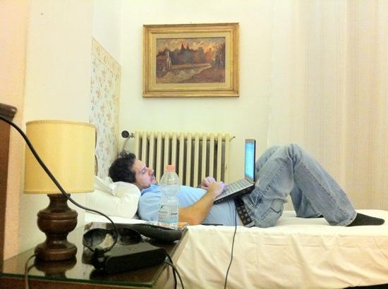 Ariele Hotel: mi papa con la laptop hay wifi free