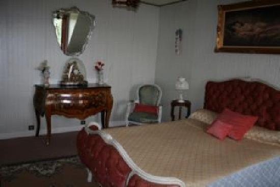 Chateau de Maubuisson: La chambre rose