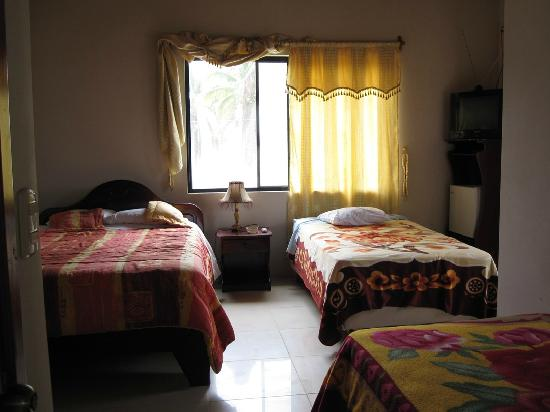 casa los delfines: Room #6 (3 Beds In Room)