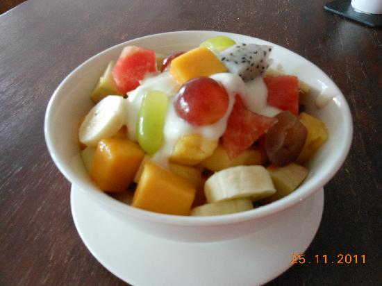 Lanta Just Come: Fresh fruit with muesli a great way to start the day