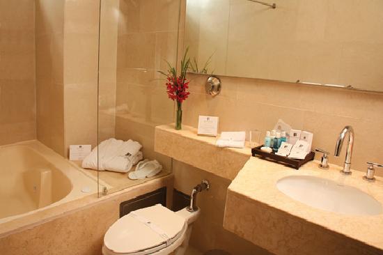 Blue Suites Hotel: Baño Suite Ejecutiva Blue