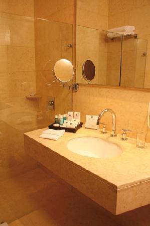 Blue Suites Hotel: Baño Suite Estándar/ Junior