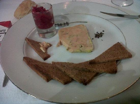 L'Aquarelle : Foie gras maison et son pain d'épice maison avec compotée d'oignons a la framboise