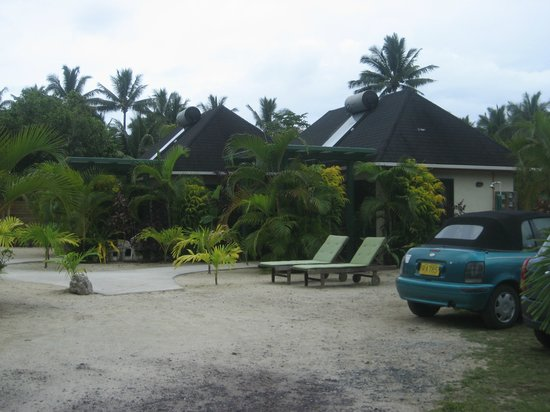 Dorothy's Muri Beach Bungalows: The Bungalows